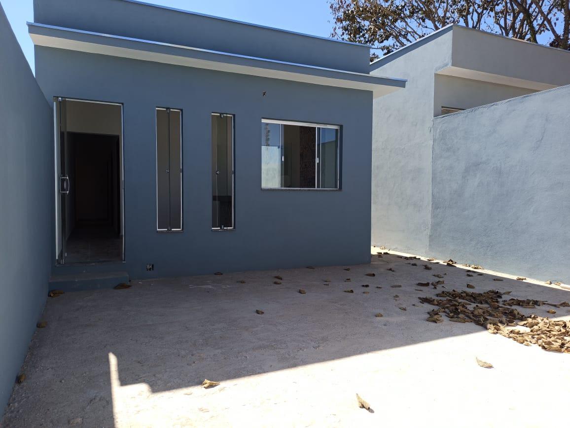 Casa com quintal grande para venda